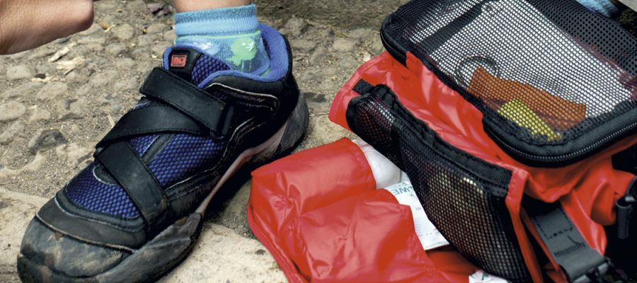 Kit básico de primeiros socorros para a corrida de montanha