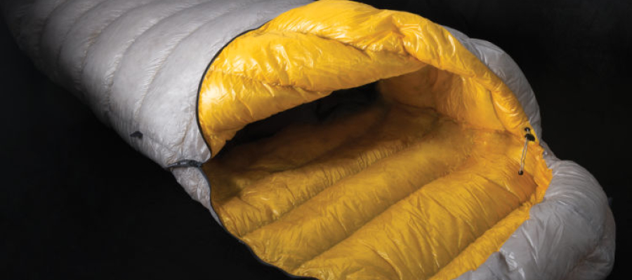 Como lavar um saco de dormir de pluma